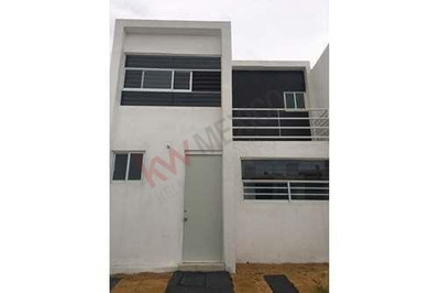 Estrene Casa En Renta Fraccionamiento Villalba Corregidora $6,200.00