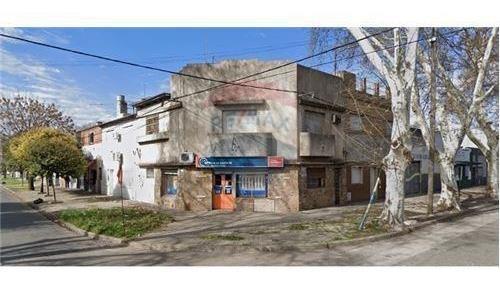 Venta Casa Al Frente 3 Dorm. C/ Local Comercial.