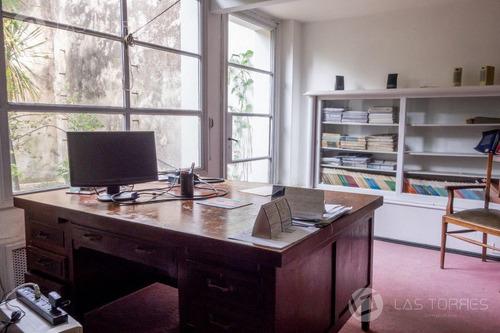 Imagen 1 de 10 de Oficina - Cordón - Linda, Amplia, Con Patio, Buen Punto