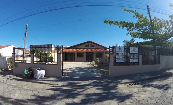 Casa Para Venda No Centro Em Balneário Piçarras - Sc - 86