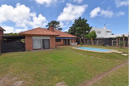 Imagen 1 de 10 de Casa Venta 5 Dormitorios Jardines De Cordoba Punta Del Este