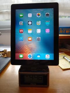 iPad 2 - 32 Gb + Cargador Radio Despertador