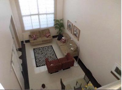 Casa Com 410m2 - 4 Dormitórios - Piscina