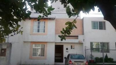 Casa En Venta En Fracc. Los Pájaros. 3 Pisos, 4 Recámaras, 4 Baños, Jardín 200m2