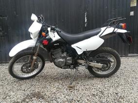 Suzuki Dr 650. Negra