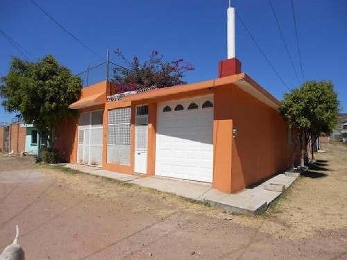 Casa En Venta En Morelia En Col. San Isidro Itzicuaro