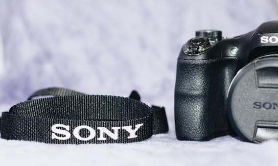 Câmera Sony H300