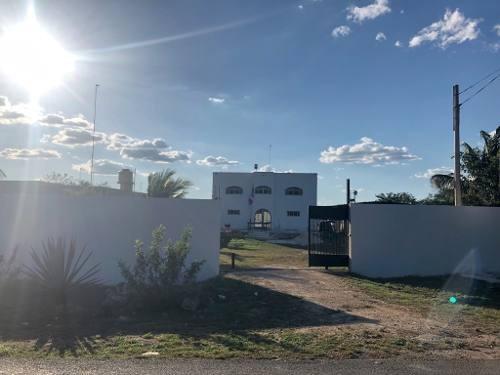 Magnifica Casa Con Amplios Espacios En Ticopo, Yuc.