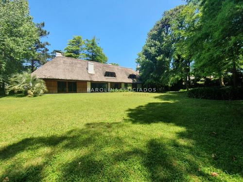 Casa Exclusiva En La Zona Del Golf.- Ref: 3010