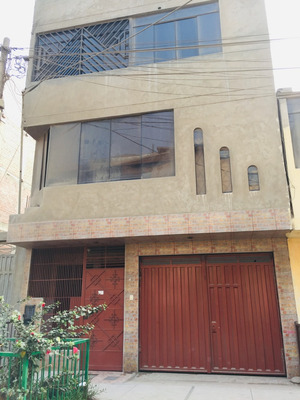 Casa De 4 Pisos Con 11 Ambientes