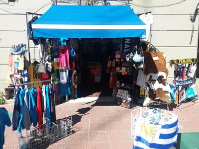 Montevideo !!!l Frente Al Mercado Del Puerto Local Comercial