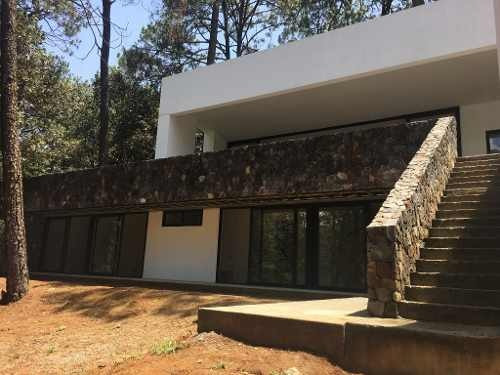 Condominio De Solo 4 Residencias Con Terrenos Privados De 1,000 M2, Con Excelente Ubicación