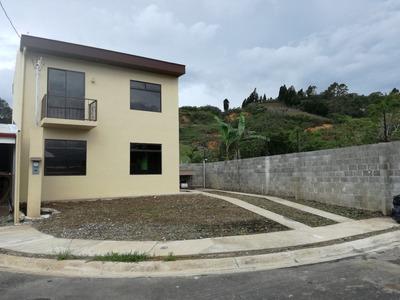 Casa 3 Habitaciones Y 2 Baños, Con Amplia Cochera