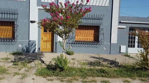 Imagen 1 de 12 de Vendo Casa Villa Iris Cerca Bahia Blanca  Liquido U$s 51.000