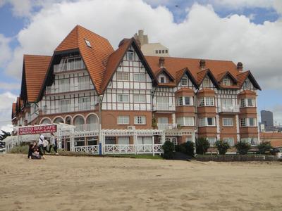 Dpto. Villa Gesel Con Vista Al Mar Y Piscina Climatizada