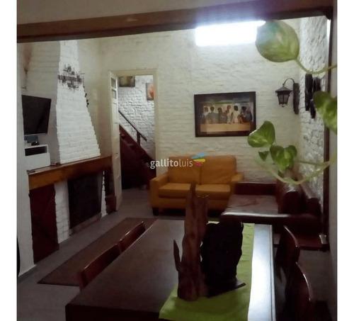 Venta Casa.la Blanqueada. 3 Dormitorios, 1 Baño, Azotea