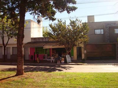 Casa Y Dos Locales Comerciales En Zona Residencial Merlo