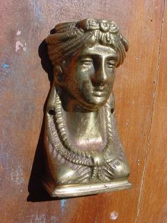 Antigo - Busto Bronze Trabalhado Representando Busto Mulher.