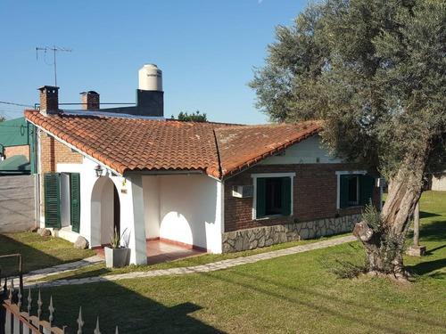 Imagen 1 de 13 de Casa Estilo Colonia Con Parque, José Marmol.