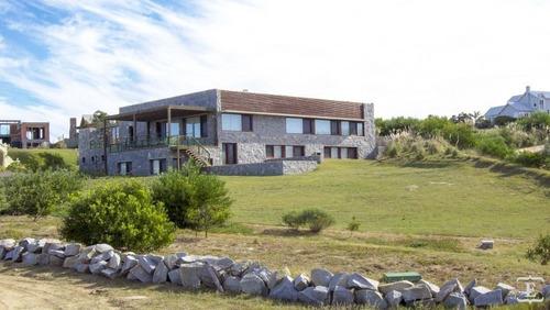 Casa En Alquiler Por Temporada De 8 Dormitorios En Club De Mar
