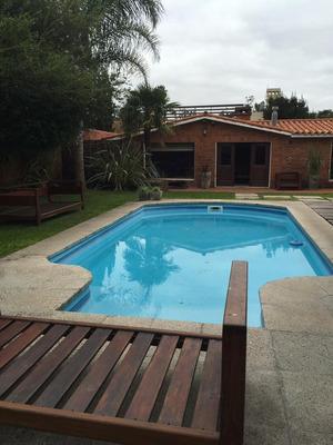 Venta Casa Carrasco Sur Doble Terreno, 3 Dormitorios, Estar, Servicio, Barbacoa, Piscina, Montevideo, Uruguay