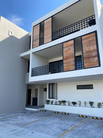 Departamento De 1 Piso Con 3 Hab, Sala De Tv Y Jardín En El Condado, Corregidora