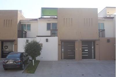 Casa En Venta De 3 Niveles En Privada Con Amenidades En Tejeda