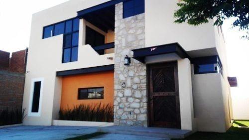 Se Vende Hermosa Residencia En El Condado, Gran Jardín, 3 Recámaras, Estudio.-