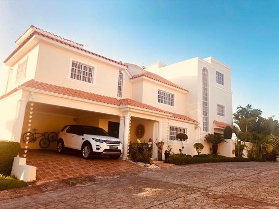 Casa En Venta En Altos De Arroyo Hondo 3 En Res. Privado