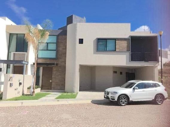 Casa En Privada Con Alberca En Venta En Cumbres Del Lago Juriquilla