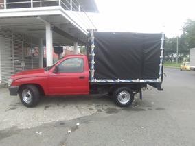 Toyota Hilux Camioneta Estacas