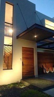 Se Renta Hermosa Casa En Lomas De Juriquilla