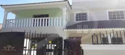 Dueño Vende Preciosa Villa Con Piscina En Urb El Doral