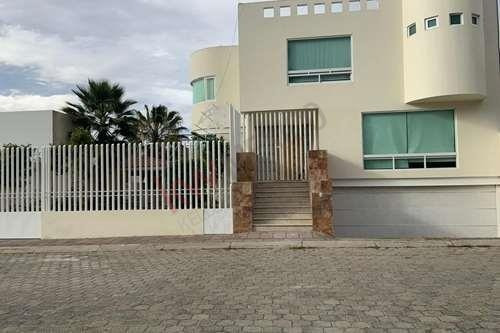 Espectacular Casa En Renta En Fraccionamiento A 2 Min De Club De Golf Las Fuentes, 5 Min Galerias Serdan, 2 Min Salida Autopista Mex-ver.