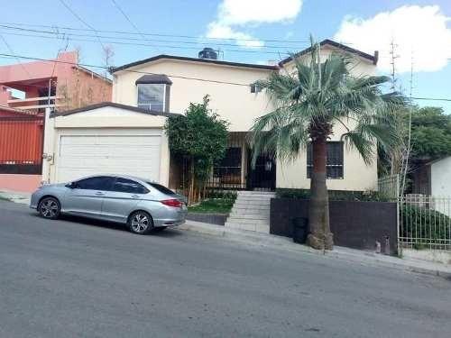 Bonita Y Amplia Casa Con 4 Recamaras En Zona Privada.