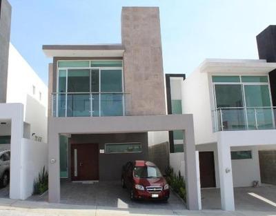 Casa En Venta En San Isidro Juriquilla, Queretaro, Rah-mx-18-338