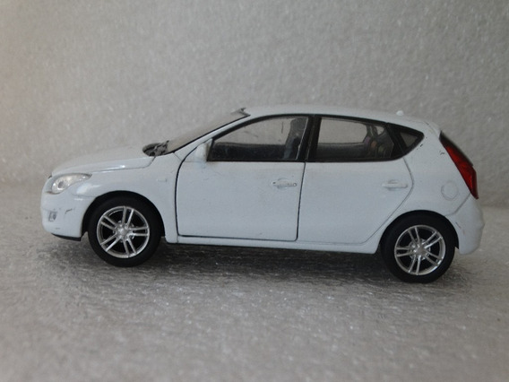 Hyundai I30 Branco - Welly Loose Escala Aproximada 1:32