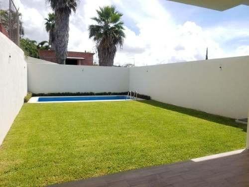 Venta Casa Con Amplio Jardín Y Alberca, Cuernavaca Morelos