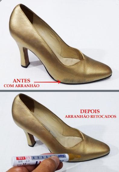 Caneta Dourada De Retoque Em Riscos De Sapatos-tenis-botas