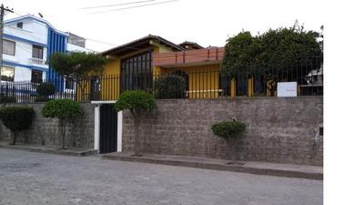 Hermosa Casa Familiar Remodelada Ubicada En Sector Condado