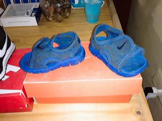 Zapatillas Nike Talle 18.5 Y Ojotas Nike Talle 18.5