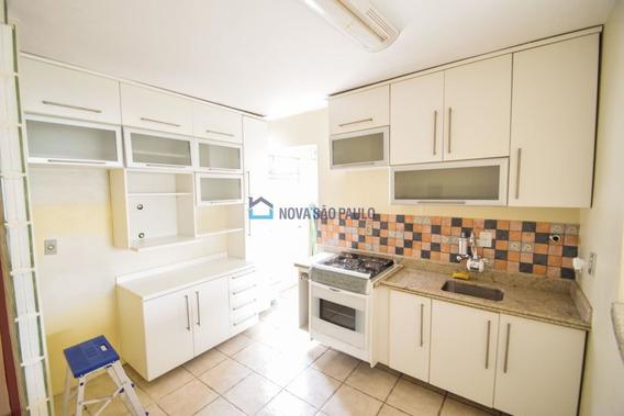Apartamento Na Vila Mariana Com 2 Dormítórios, Closet, Sala, Cozinha, E Lavanderia. Vaga Coberta. - Bi21145