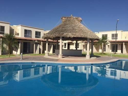 Venta D Casa Con Terraza Y Áreas Verdes En Morelos.