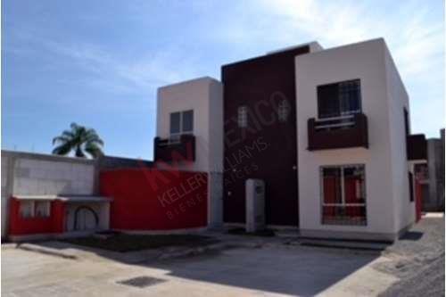Condominio De 10 Casas Nuevas, Zona Centrica, Venta, Colonia La Carolina, Cuernavaca, Morelos Clave: 751sc