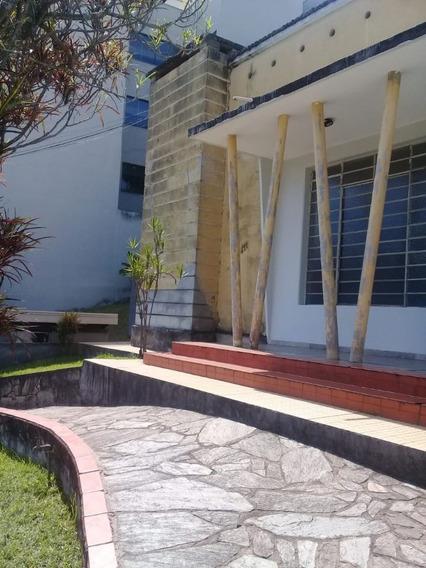 Casa Em Excelente Localização No Centro Com 02 Quartos!! - 4121