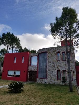 Casa De 6 Ambientes Con Piscina Climatizada