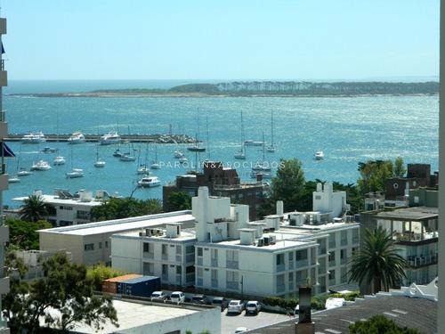 Apartamento En Peninsula - Punta Del Este- Ref: 1209