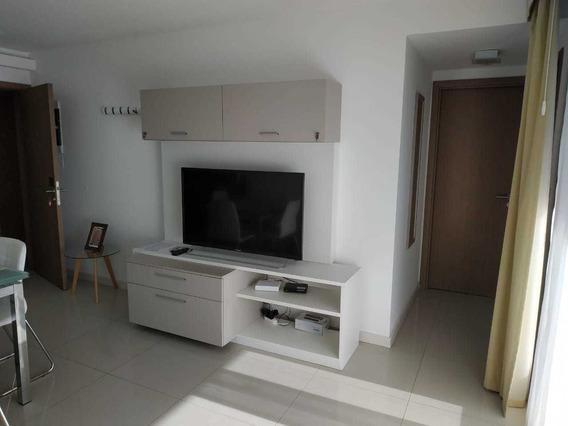 Apto De Un Dormitorio Amoblado C/ Vista Al Rio Y C/ Cochera