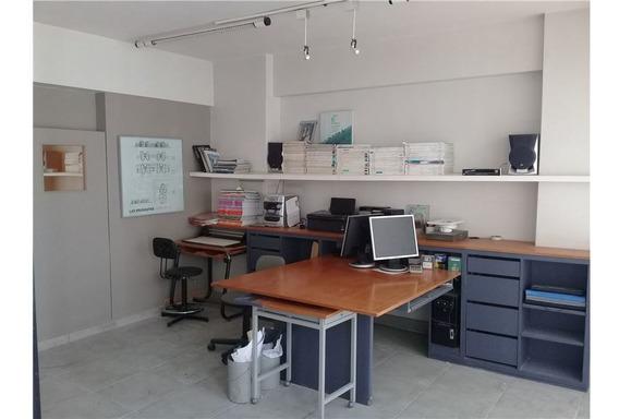 Oficina En Venta 32 M2, Al Frente Zona Centro.