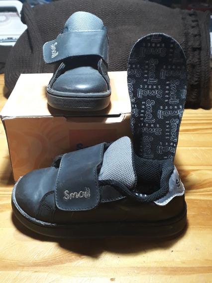 Zapatillas Small. Ecocuero. Con Abrojo.